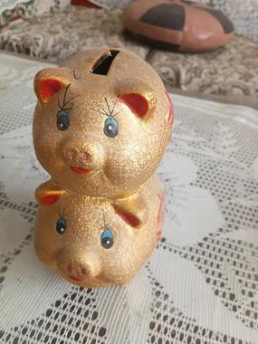 两小猪存钱罐图片