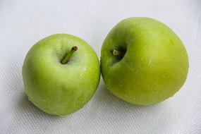 两只青苹果
