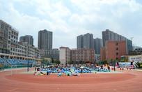 蓝天高楼校园运动场