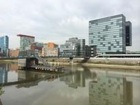 滨河水系与城市建筑