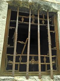 明清老房子钱庄破旧窗户