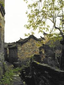 青砖灰瓦马头墙老房子小路