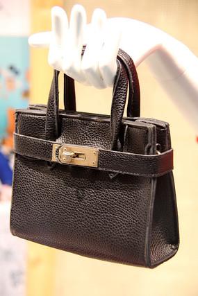 黑色女款手提包