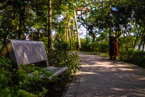 惠州西湖景区的人行道和石椅