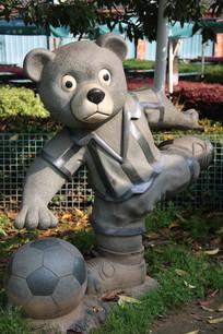 穿短袖的熊猫雕像