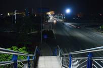 从天桥上看夜晚的道路