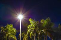 夜晚的路灯