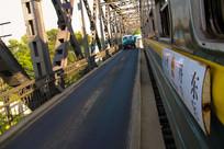 中朝列车行驶在鸭绿江大桥