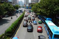 公路上巨大的车流量