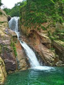 瀑布青山绿水