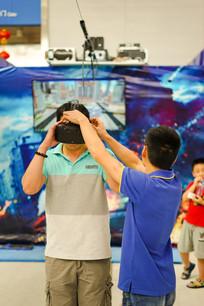 体验虚拟现实的市民