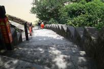 陡峭的崖门古炮台台阶