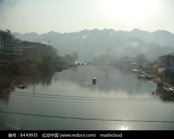 凤凰古城湖边图片