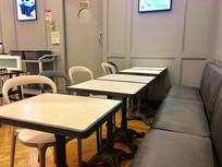 餐厅的餐桌餐椅