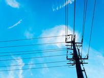 蓝色天空电线