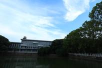 民族大学的教学楼