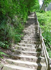 笔直的登山台阶