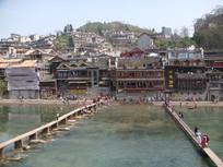 凤凰古城河上拍摄