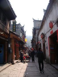 凤凰古城街边
