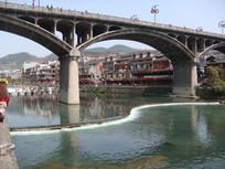 凤凰古城桥墩