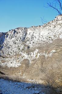 高耸的断崖山峰