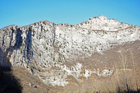 巨大的断崖山体景观