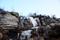 山石上的冰凌