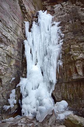 山崖上的冰瀑