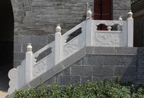 白色龙凤花纹护栏