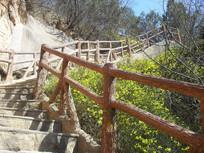 登山步道的围栏