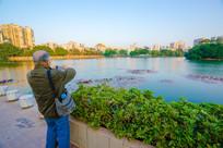 惠州西湖边的老人