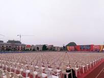 舞台前整齐的民众区座椅