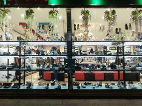 鞋店橱窗正面照片