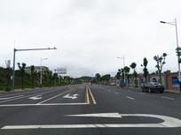 公路上的调头交通标线