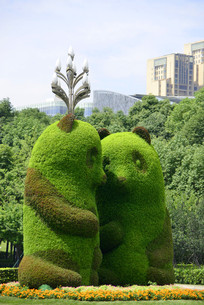 绿色雕塑大熊猫