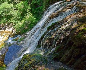 瀑布流水风景图