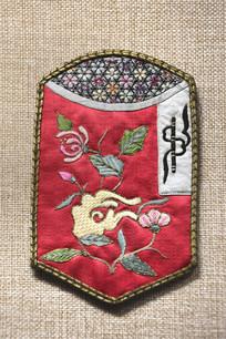 清代红缎地刺绣名片夹