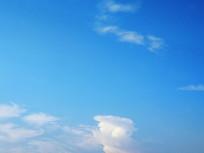 蓝色天空洁白云