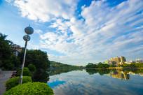 南门公园边的南湖景色