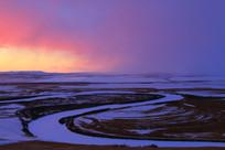 暴风雪来临的额尔古纳河