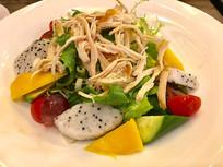 鸡肉丝水果蔬菜沙拉
