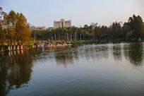 校园夕阳湖畔美