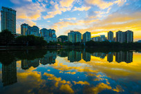 夕阳下的惠州南湖湖边建筑