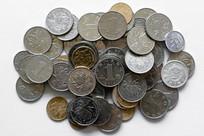 成堆的人民币硬币
