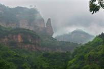 雨中太行山奇峰