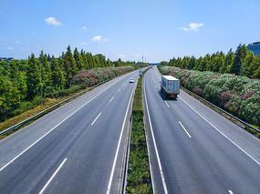开满鲜花的高速公路