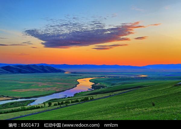 绿色牧场河湾朝霞 图片