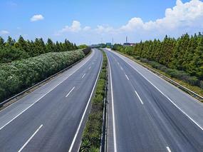 延伸远方的高速路
