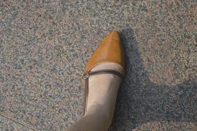 女孩的一只脚