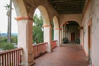 圣塔芭芭拉使命教堂走廊